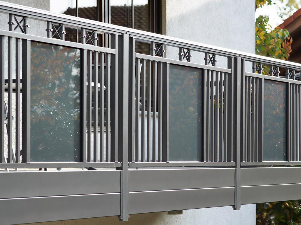 Balkongeländer aus Aluminium mit Sicherheitsglas