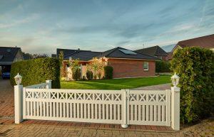 Gartentor mit Türe für moderne Grundstücke