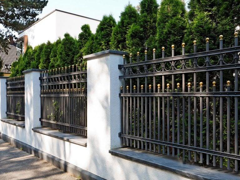 Zäune für eine ideale Grundstücksumrandung