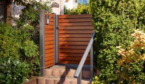 Gartentüre in Holzoptik