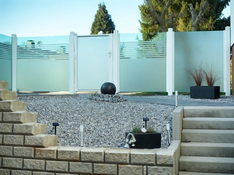 Ein Glaszaun bietet zuverlässigen Sichtschutz