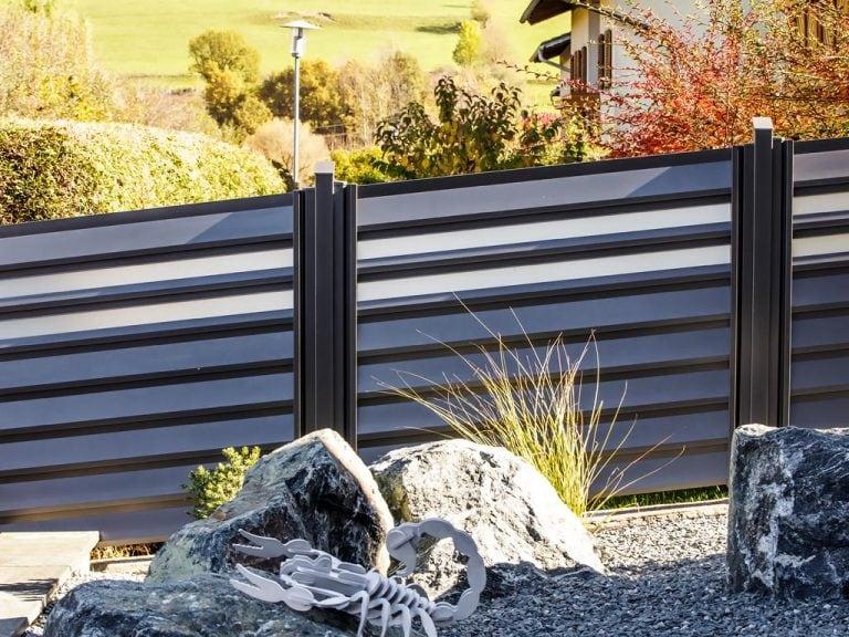 Zaun mit Aluminiumprofilen