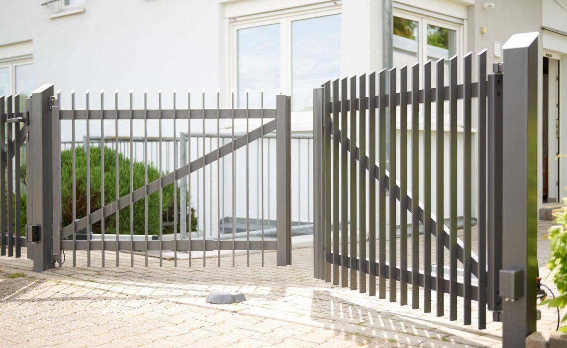Einfahrtstor aus Aluminium